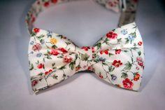Застегивающиеся галстуки - бабочки : Молочная в мелкий цветок