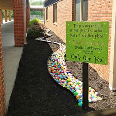 Top 15 collaborative projects for the new school year - Rock painting entrance pathway - each child decorates a rock to create a wonderfully vibrant pathway! School Entrance, School Hallways, School Murals, Outdoor Classroom, Outdoor School, Art Classroom, Classroom Quotes, Collaborative Art Projects For Kids, School Art Projects