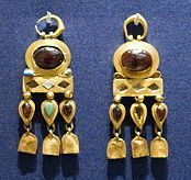 Parthian gold jewelry items found at a burial site in Nineveh (near modern Mosul, Iraq)