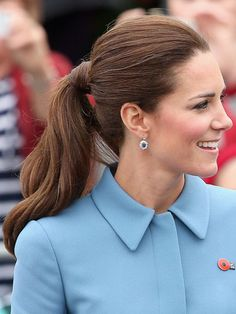 The Perfect Work Ponytail Inspired by Kate Middleton Royal Hairstyles, Medium Bob Hairstyles, Trendy Hairstyles, Pixie Haircuts, Braided Hairstyles, Kate Middleton Hair, Kate Middleton Outfits, Hair Dye Balayage, Light Curls