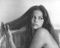 Claudia Cardinale, née Claude Joséphine Rose Cardinale à Tunis (Protectorat français de Tunisie) le 15 avril 1938, est une actrice italienne.