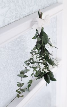 Easy winter wreath via Coffee Table Diary