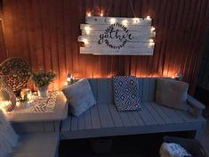 My lovely garden Corner Seating, Outdoor Seating Areas, Garden Seating, Outdoor Sofa, Outdoor Decor, Outdoor Ideas, Outdoor Movie Nights, Solar String Lights, Wooden Pallets
