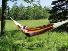 These Mayan hammocks are well-known around the world for their unmatched comfort. Their long-standing secret is the thin cotton-string diamond-shaped weave that makes this one of the most restful hammocks in the world. Hammock Cover, Hammock Bed, Indoor Hammock, Hammock Stand, Hammocks, Mayan Hammock, Les Artisans, Under The Rain, Double Hammock
