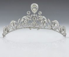 The Lannoy family tiara - worn by Countess Stephanie de Lannoy at her wedding to Prince Guillaume of Luxembourg. The tiara, made by Altenloh in Brussels, was previously worn by her sisters and sisters-in-law on their wedding days. Royal Crowns, Royal Tiaras, Tiaras And Crowns, Royal Jewelry, Vintage Jewelry, Fine Jewelry, Diamond Tiara, Diamond Cuts, Ring Armband