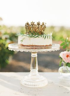 King of cakes: A delicious cake decorated with an herb wreath and crown sat on a stand waiting for the first slice to be cut Diy Cake Topper, Cake Toppers, Naked Cakes, Cupcake Cookies, Cupcakes, Creative Cakes, Party Cakes, Let Them Eat Cake, Wedding Cakes