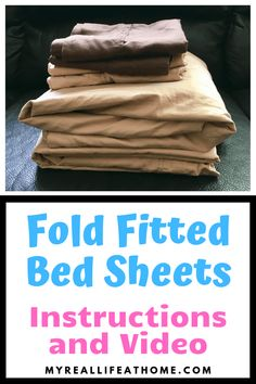 How To Fold Bed Sheets - Follow my step by step instructions or watch my video to discover how to have perfectly folded fitted bed sheets #howto #foldbedsheets #organizingbedroom #howtofoldafittedsheet #fittedsheet #laundryhacks #cleaninghacks #organizinghacks Fold Bed Sheets, Folding Fitted Sheets, Organized Mom, Getting Organized, Laundry Hacks, Organizing Your Home, Organizing Tips, Make It Work, Cleaning Hacks