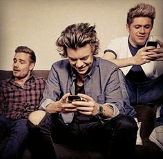 I bet you Niall and Harry are texting each other