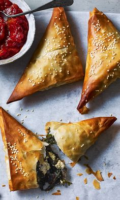 Use any greens in these easy filo parcels. A light savoury pie that's incredibly moreish. Beignets, Filo Parcels, Vegetarian Recipes, Cooking Recipes, Sweet Chilli Sauce, Good Food, Yummy Food, Spinach And Feta, Le Diner