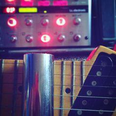 A gravação acabou mas a brincadeira de tocar continua. Heheh!! #guitarporn #caesarbarbosa #slideguitar #guitarrasemchamas