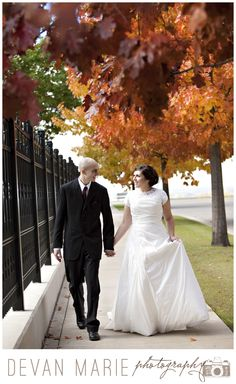 Fall wedding in Nauvoo, Illinois, professional wedding photographer, leaves, bride and groom, LDS temple wedding