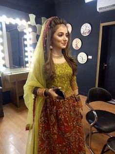 •✧ ✨ 》Pinterest: imoonlight3《 ✨ ✧• Bridal Mehndi Dresses, Bridal Lehenga, Pakistani Wedding Outfits, Pakistani Bridal Dresses, Pakistani Wedding Hairstyles, Mehndi Brides, Mehndi Outfit, Bridal Makeover, Mehndi Hairstyles