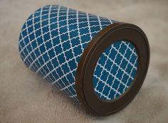 Almofada d'Alfazema: Esta caixa ganhou nova vida com este papel azul pe...