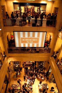 Need NYC shopping therapy! Love Store, I Love Nyc, New York City Travel, Ny Ny, City That Never Sleeps, Romantic Places, Concrete Jungle, Nyc Fashion, Henri Bendel