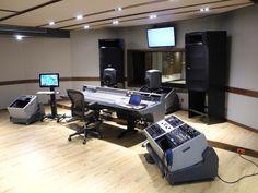Massive mains Music Studio Room, Sound Studio, Studio Setup, Music Rooms, Studio Design, Studio Ideas, Recording Studio Desk, Music Desk, Studio Furniture