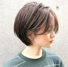 I kinda want this cut, but I'll push the bangs away. I'm tired of dues brown hair and want to go back to black. Long Bob Haircuts, Short Bob Hairstyles, Pretty Hairstyles, Short Grunge Hair, Short Hair Cuts, Cut My Hair, Love Hair, Shot Hair Styles, Curly Hair Styles