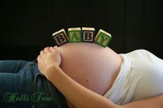 Maternity pic idea - this one seems easy to recreate.