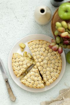 apple marzipan tart (see Word doc: Tart Apples & Marzipan) Gallette Recipe, Marzipan Cake, Pear Dessert, Sweet Pie, Tart Recipes, How Sweet Eats, Cupcake Cookies, No Cook Meals, Yummy Cakes