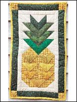 Hospitality Pineapple Wall Quilt  --Saw this made with Homespun and HST--gonna do it!