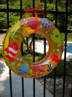 "Such a sweet ""wreath"" idea for a pool party!"