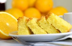 This moist and fluffy Portuguese orange cake (bolo húmido e fofo de laranja) is easy to make and tastes amazing. Cinnamon Cake Recipes, Apple Cake Recipes, Dessert Recipes, Dessert Food, Portuguese Desserts, Portuguese Recipes, Portuguese Food, Food Cakes, Easy Apple Cake