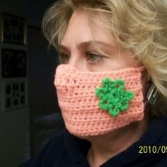 "Van de hilarische webblog ""what not to crochet"" superhip maskertje, toch?"