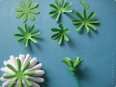 Приглашаю всех, (кому интересно) в мою ,,рабочую кухню,, Сегодня предлагаю вам ,,рецепт,, - ромашка из дырокольных цветов. Ромашки делала для этой картины    http://stranamasterov.ru/node/378810 фото 9