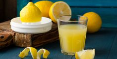 Dopřávejte si vodu s citronem. Je to elixír zdraví!