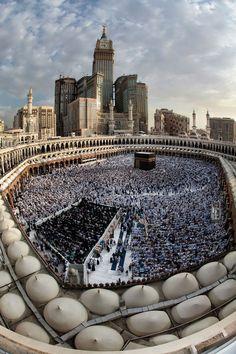 islamic-art-and-quotes:  Full View of al-Masjid al-Haram CourtyardOriginally found on: deen-al-islam-deeny