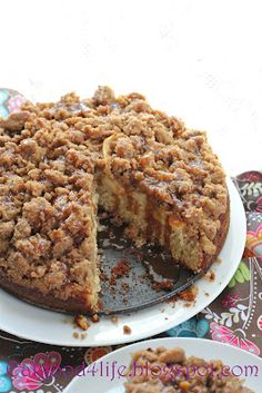 This is my ultimate favorite Apple caramel coffee cake ever. I have made this cake a gazillion times and it always comes out great. Apple Desserts, Apple Recipes, Just Desserts, Sweet Recipes, Delicious Desserts, Cake Recipes, Dessert Recipes, Yummy Food, Coffee Recipes