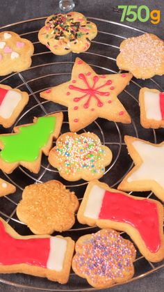 Biscuits de Noël inratables Advertisement Advertisement Do a cookie decorating contest at the gender reveal Easy Cake Recipes, Gourmet Recipes, Cookie Recipes, Dessert Recipes, Gourmet Cooking, Buscuit Recipe, Kolaci I Torte, Tasty Videos, Mothers Day Brunch
