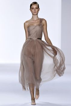 Google Image Result for http://fashion-allure.com/style/wp-content/gallery/ballet-2011/chloe-jac.jpg