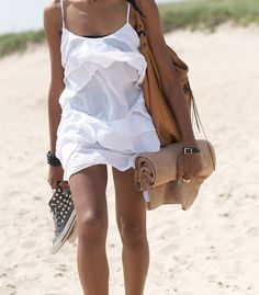 Doesn't this look better than a towel wrapped around the hips? The beach is just another place to look your best. It is appreciated. Outfit Vestidos, Outfit Strand, Fashion Moda, Womens Fashion, Mein Style, Summer Outfits, Summer Dresses, Beach Outfits, Skinny