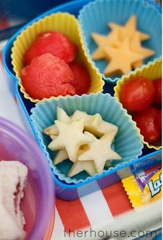 Use silicone baking cups to make your own diy lunches. Separate your food in lunch boxes and containers such as bento boxes.