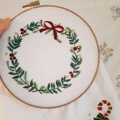 세상에 단하나....크리스마스리스#프랑스자수 #자수소품 #embroidery #needlework #handembroidery #stiching #christmas #크리스마스자수 #자수타그램 #크리스마스리스 #손자수