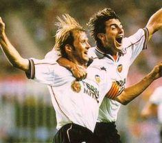Grandesss Mendieta y el Piojo Lopez Valencia Spain, Vintage Football, Champions, Soccer, Sport, Retro, Couple Photos, Life, Antique