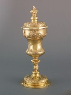 Pokal des Basler Domkapitels  Augsburg, 1759 datiert Goldschmied: Georg Ignatius Christoph Baur (1727 - 1790) Silber, gegossen, getrieben, graviert #silver #gold
