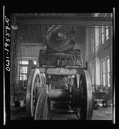 Wheeling and engine in the locomotive shops of the Atchison, Topeka, and Santa Fe Railroad Fort Madison, Wheeling, Bahn, Big And Beautiful, Vintage Industrial, Locomotive, Santa Fe, Iowa, Trains