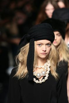Tumblr: gkojax: Gemma Ward - Louis Vuitton F/W 2006 Coco Chanel was rarely seen without a heaping pile of pearls around her neck. With her imitation pearls and gold, she was the innovative one that brought faux jewelry into mainstream fashion.