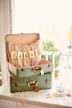 Top 20 Vintage Suitcase Wedding Decor Ideas wedding cards suitcase: use tulle to replicate the garage door coverings, add a bottle with a couple carnations Vintage Suitcase Wedding, Vintage Bridal, Vintage Suitcases, Invitaciones Shabby Chic, Travel Bridal Showers, Yosemite Wedding, Travel Party, Wedding Themes, Wedding Ideas