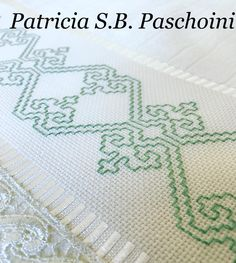 A esperança do verde... #bordadoamao #kasutiembroidery #toalhabordada Kasuti Embroidery, Swedish Embroidery, Hand Embroidery Stitches, Ribbon Embroidery, Embroidery Designs, Cross Stitch Designs, Cross Stitch Patterns, Blackwork Cross Stitch, Swedish Weaving Patterns