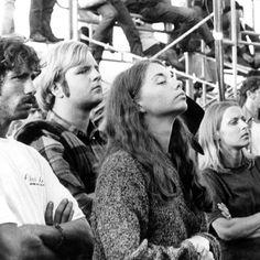 Le festival de musique Woodstock avec un monde fou.