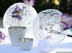 Si estáis buscando unos elementos decorativos diferentes y únicos, ¡atentos! Hoy os contamos cómo realizar unas esferas decorativas perfectas tanto para colgar como para decorar las mesas.