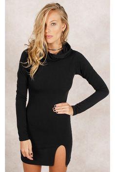 Vestido Fenda w/ Capuz Preto Fashion Closet - fashioncloset