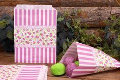 Σακουλάκια Ζαχαρωτών JL013  Χάρτινα σακουλάκια ζαχαρωτών ιδανικά για το candy buffet. Γεμίστε τα σακουλάκια με γλυκά και δώρα για μικρούς και μεγάλους! Συνδυάστε τα floral σακουλάκια με αντίστοιχα καλαμάκια, χαρτοπετσέτες, καρτελάκια, πιατάκια και ποτηράκια για να δώσετε ένα ρομαντικό και vintage ύφος σε ροζ, λευκές αποχρώσεις. Ενναλλακτικά χρησιμοποιήστε τα σακουλάκια για παιδικές μπομπονιέρες ή να συσκευάσετε δώρα.Διαστάσεις: 13 x 19cmΣυσκευασία 10 τεμαχίων. Lily Pulitzer