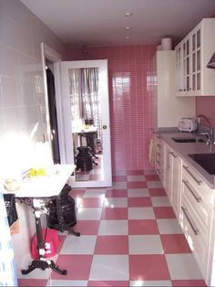 Pink Kitchen Pictures, Home Design Galery, Pink Kitchen Pictures Hot Pink Kitchen, Retro Pink Kitchens, Modern Kitchens, Checkerboard Floor, Pink Houses, Pink Room, Kitchen Pictures, Everything Pink, Kitchen Flooring