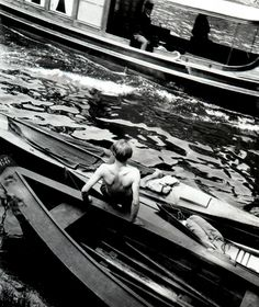 Eva Besnyö. 'Untitled [dockers on the Spree]' Berlin, 1931