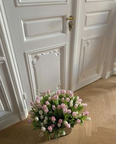 Cartier Rug — @marta_ppv White Aesthetic, Parisian Style, Aesthetic Pictures, Flower Power, Planting Flowers, Oversized Mirror, Minimalism, Sweet Home, Bloom