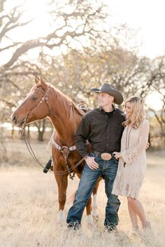 The Cooper Family in Decatur, Texas. Congratulations Tuf Cooper & Tiffany McGhan on their recent engagement at the NFR, where Tuf was recently named the 2017 All-Around Cowboy World Champion. Horse Engagement Photos, Country Engagement Pictures, Winter Engagement Photos, Engagement Photo Poses, Engagement Photography, Engagement Shoots, Fall Engagement, Engagement Ideas, Country Family Photography