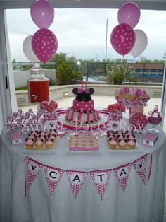 Ideas for cake girl candy birthday parties Minnie Mouse Candy Bar, Minnie Mouse 1st Birthday, Minnie Mouse Baby Shower, Minnie Mouse Cake, 1st Birthday Girls, Dessert Table Birthday, Birthday Party Decorations, Birthday Parties, Dessert Buffet